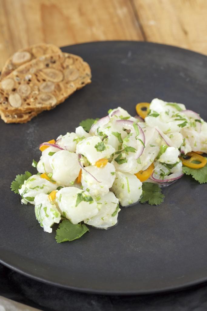 Ceviche und Salat vom schwarzen Rettich