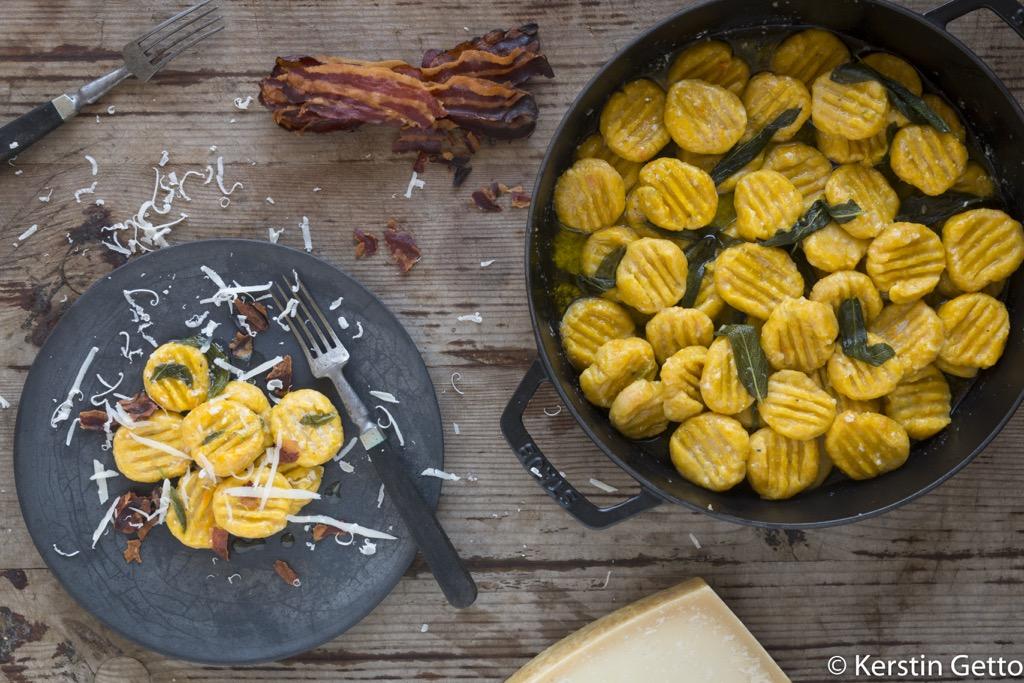 Kürbis-fertige-Gnocchi-mit-bacon