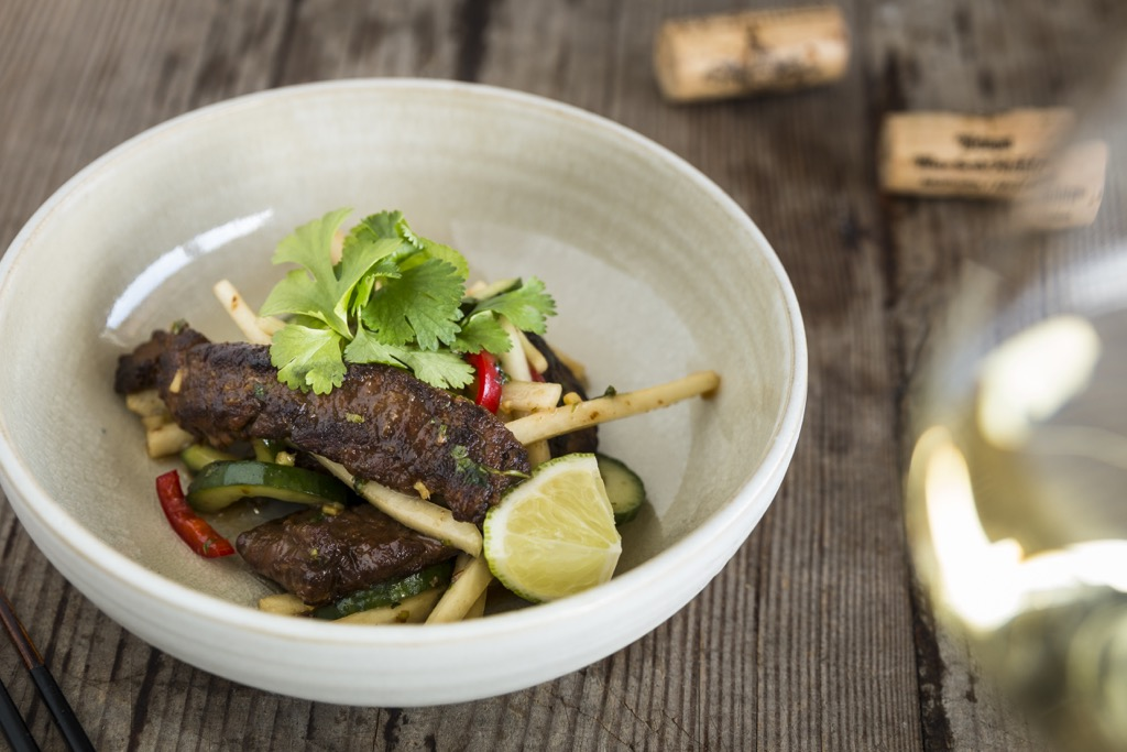 Thai-Beef-Salat-Rinderfiletstreifen-Gurke-Rettich-Koriander-Ingwer-Riesling-Spätlese