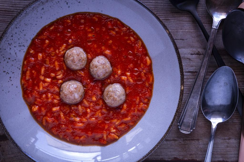 köstliche-Tomatensuppe-mit-Reis