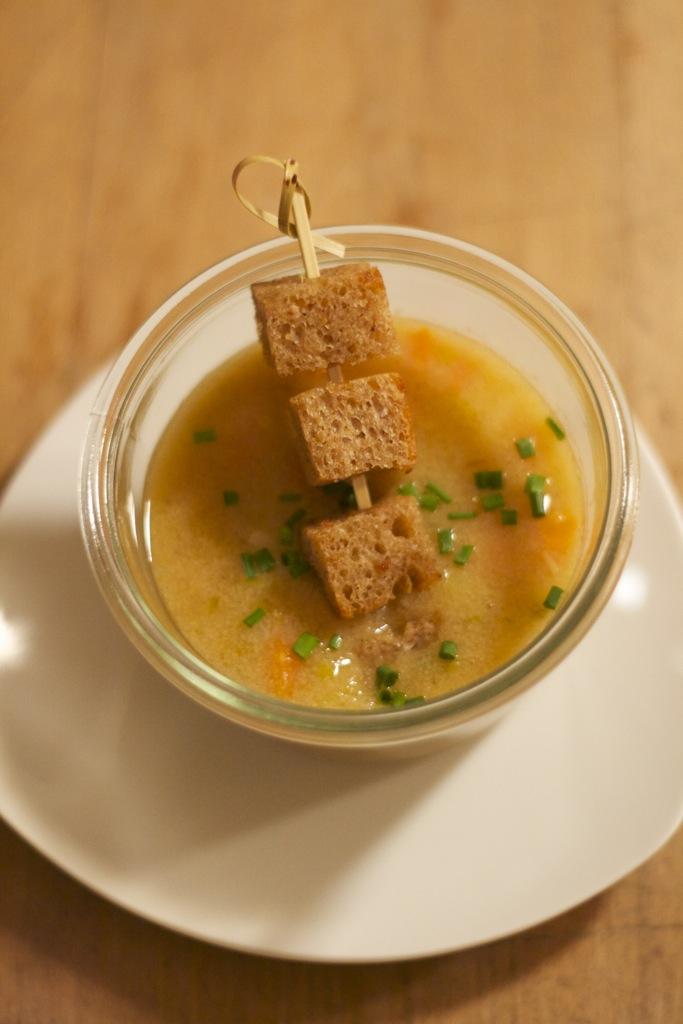Gebrannte Grießsuppe mit Wintergemüse