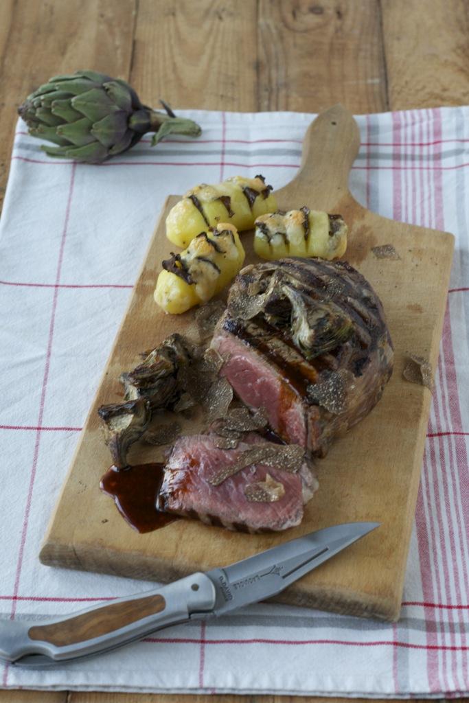 Entrecôte double, Jus, Trüffelkartöffelchen und Artischocken